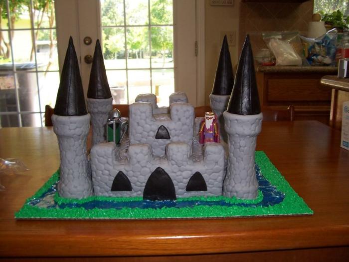 idée-pour-votre-gâteau-château-anniversaire-garçon