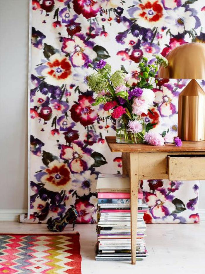 idee-papier-peint-salon-avec-fleurs-papier-peint-fleuri-pour-le-salon-moderne-tapis-coloré
