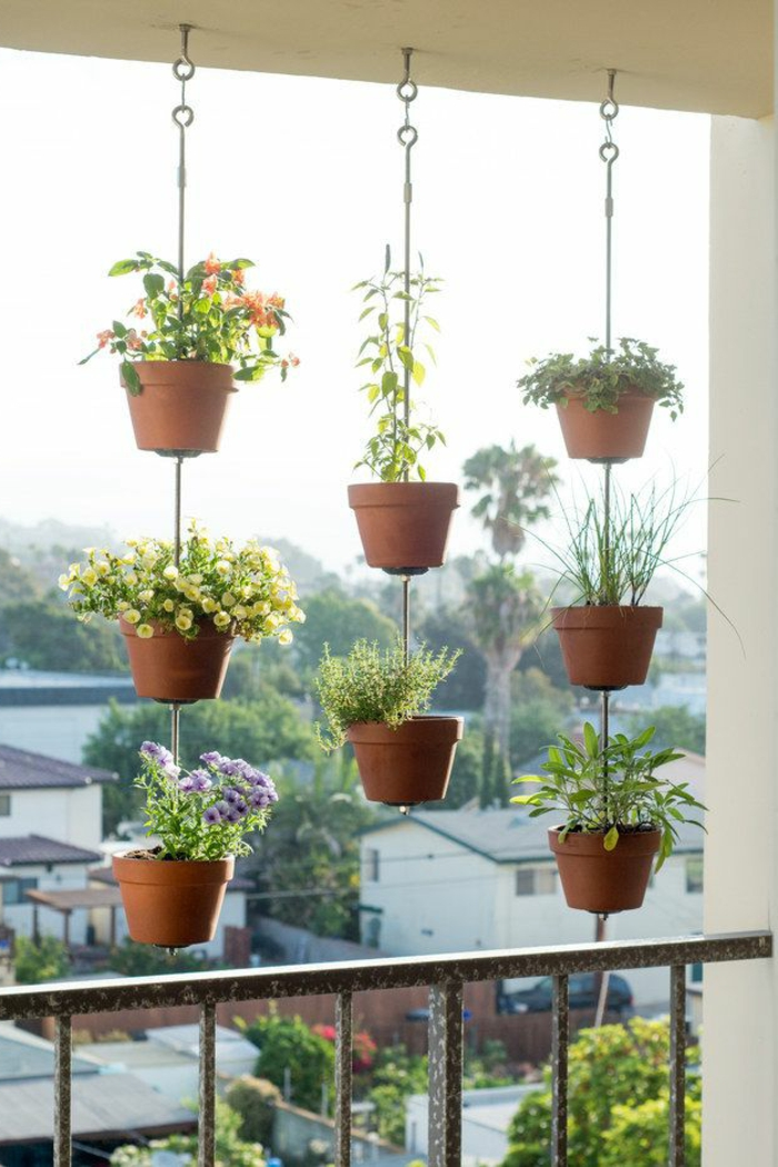 jardiniere-balcon-fleurir-son-balcon-avec-fleurs-de-balcon-plantes-vertes-exterieur