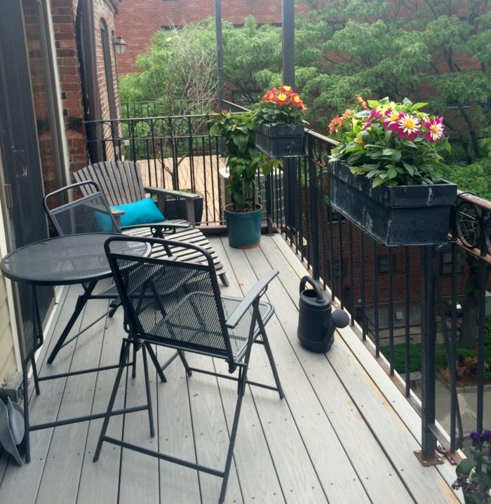 jardiniere-balcon-fleurs-de-balcon-avec-fer-forge-noir-pour-avoir-le-plus-beau-balcon