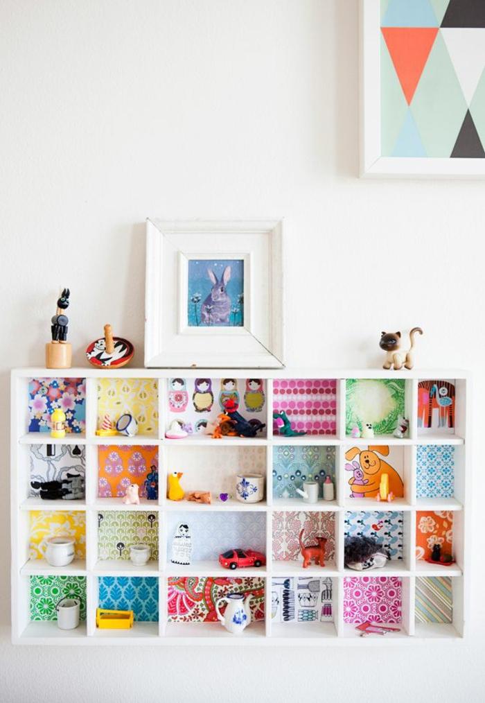 joli-armoire-enfant-ikea-pour-la-chambre-d-enfant-avec-murs-blancs-commode-en-bois