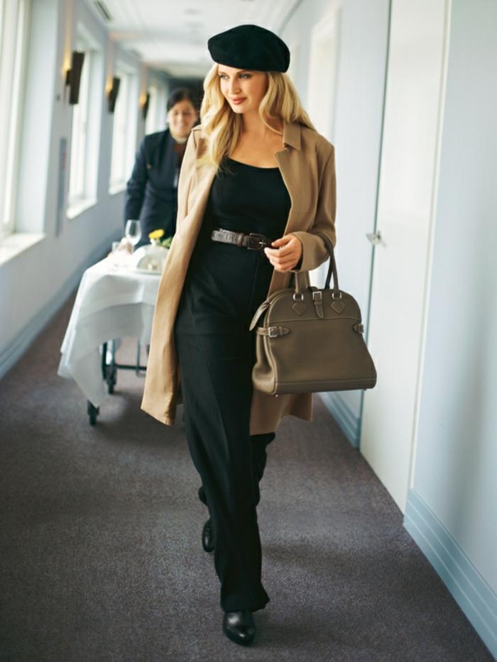 joli-béret-noir-pour-les-filles-modernes-elegantes-cheveux-blonds-pantalon-noir-talons-hauts