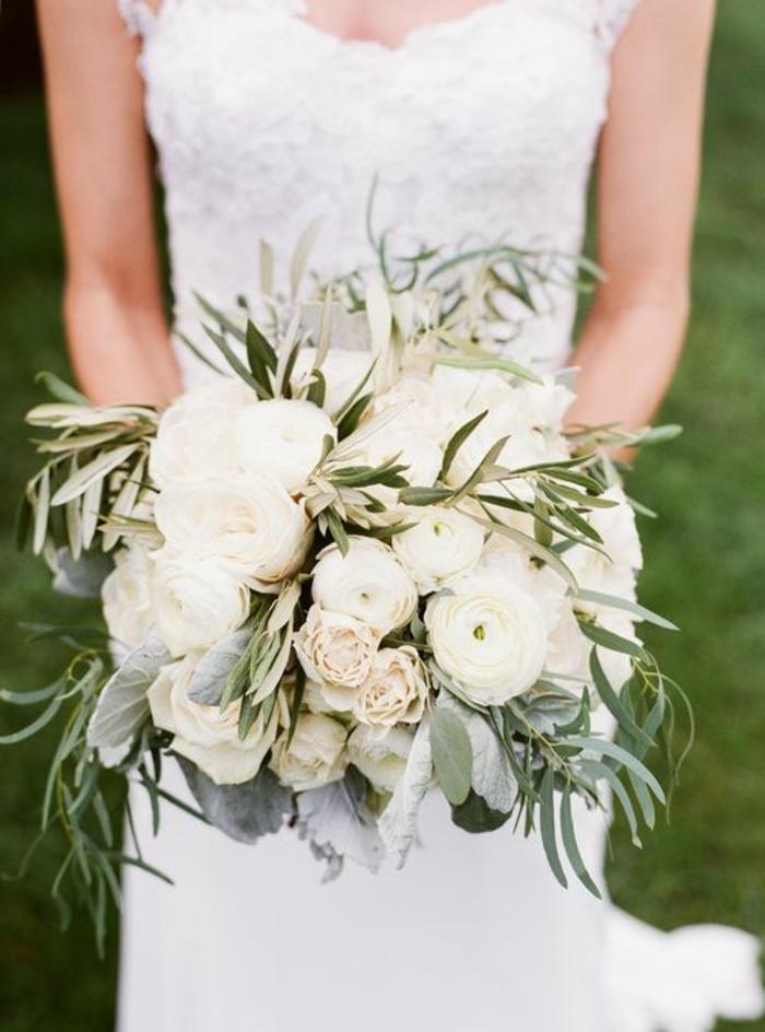 joli-bouquet-de-mariée-rond-bouquet-mariée-pivoine-blanche-pour-le-jour-de-mariage