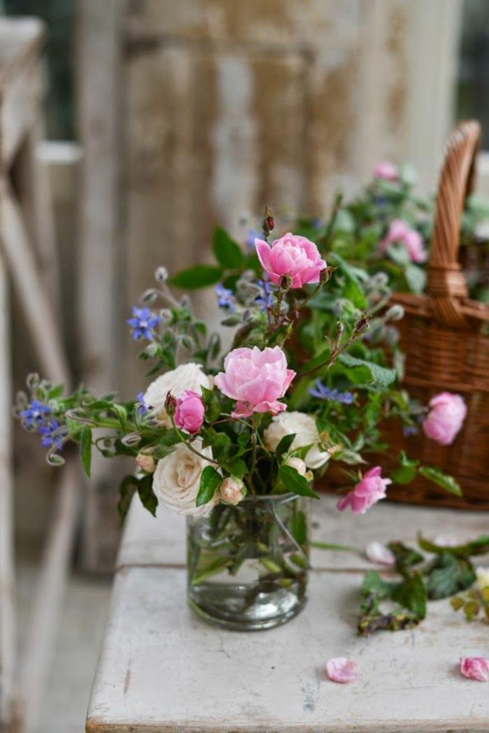 Un gros bouquet de fleurs pour cr er une d coration de table - La table des merville castanet ...