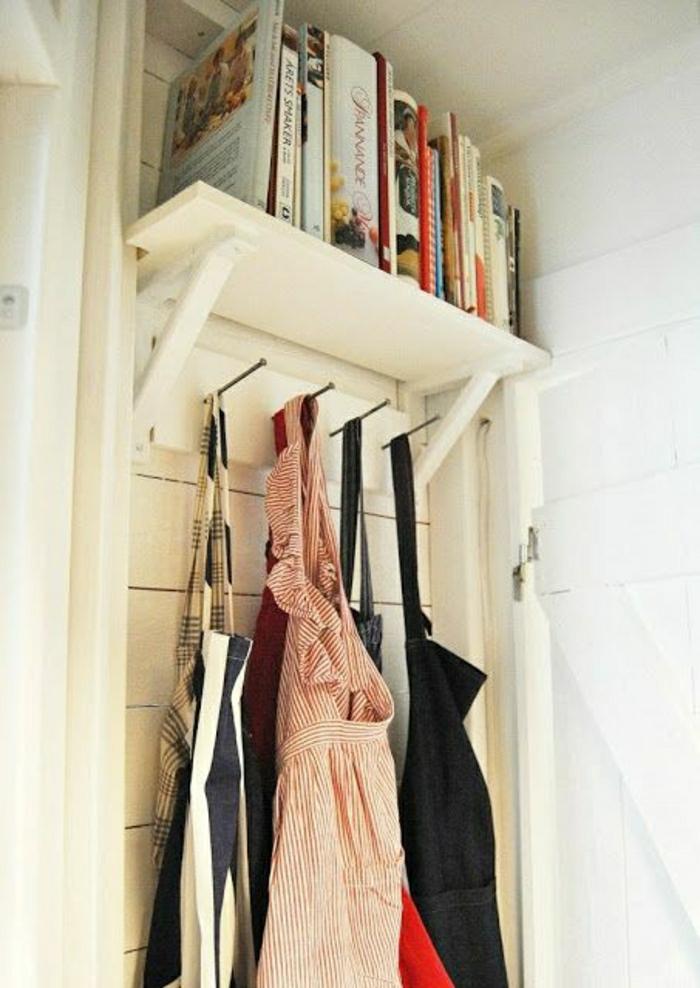 joli-porte-revue-ikea-en-bois-blanc-pour-bien-decorer-chez-vous-porte-manteau-en-bois