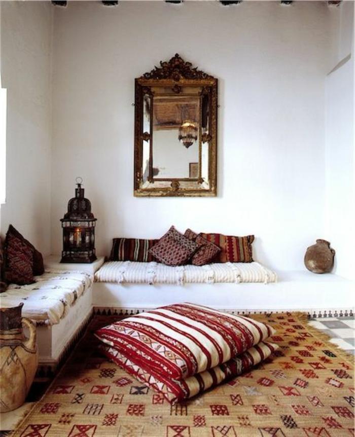 Le salon marocain de mille et une nuits en 50 photos - Canape en coussin de sol ...