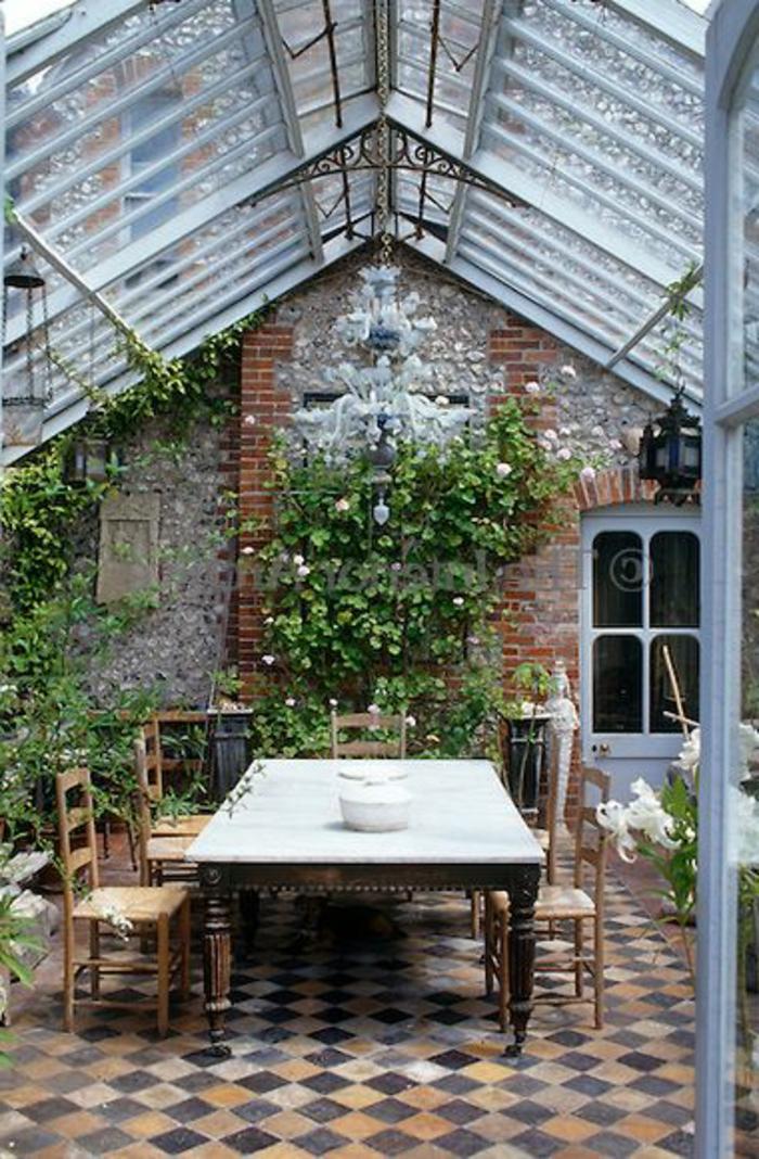 joli-verriere-plafond-pour-la-salle-a-manger-une-jolie-variante-d-interieur-moderne-et-joli