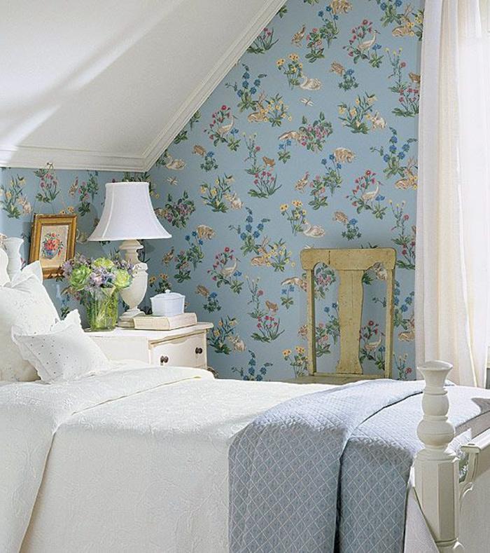 jolie-chambre-à-coucher-avec-papier-peint-fleuri-anglais-de-couleur-bleu-clair-chambre-à-coucher-moderne