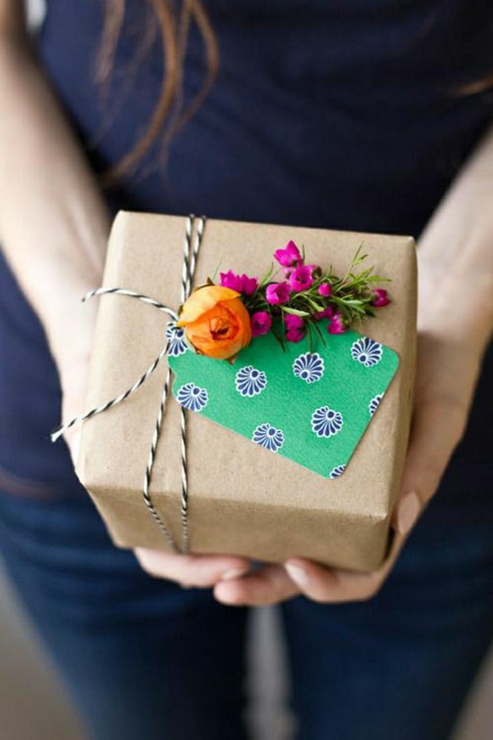 jolie-decoration-pour-cadeau-paquet-cadeau-en-papier-beige-emballage-cadeau-original