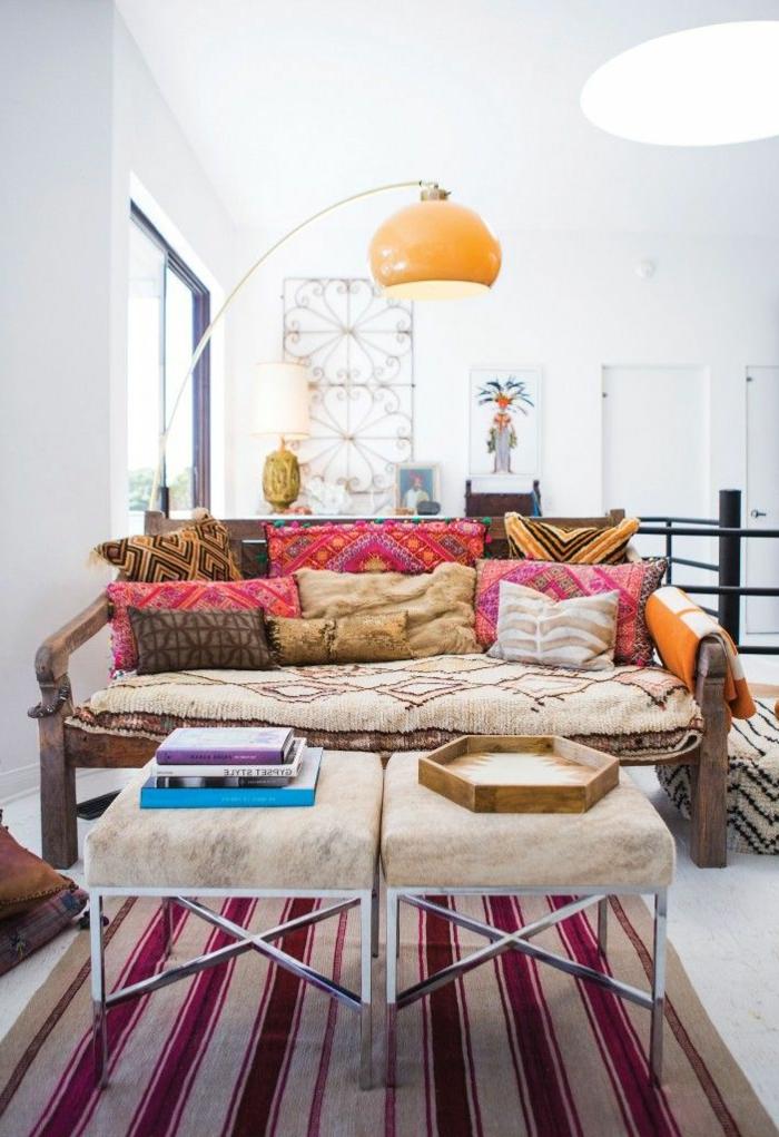 jolie-lampadaire-alinea-pour-le-salon-avec-canape-et-tapis-colores-comment-amenager-chez-vous