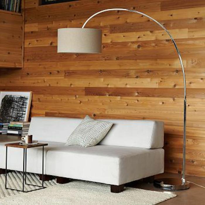 jolie-lampe-en-forme-d-arc-pour-le-salon-avec-canape-beige-et-tapis-beige-mur-avec-planchers