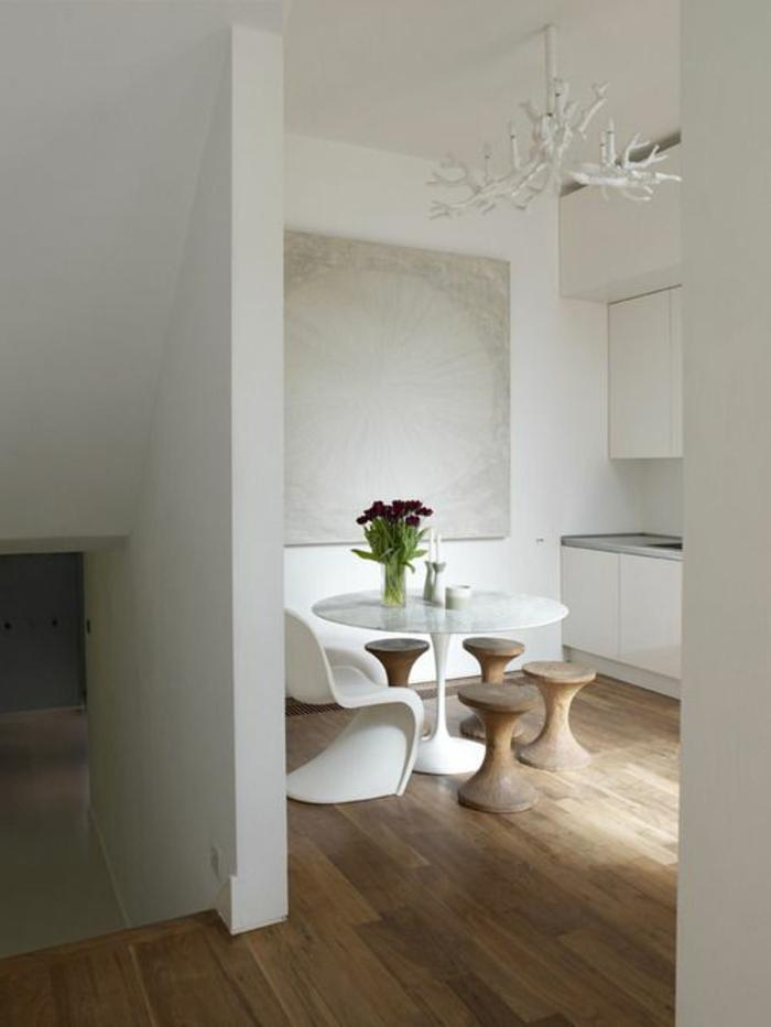 jolie-salle-à-manger-avec-tabouret-tam-tam-pas-cher-en-bois-massif-dans-la-salle-à-manger-moderne