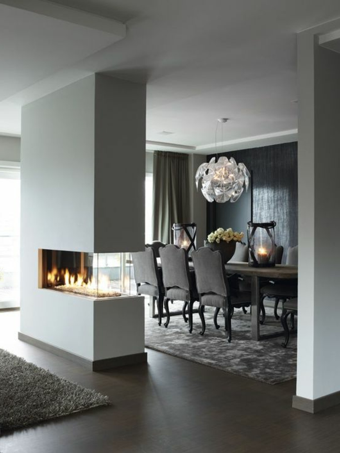 jolie-salle-de-séjour-de-couleur-gris-sol-en-parquet-marron-foncé-tapis-gris-et-lustre-moderne