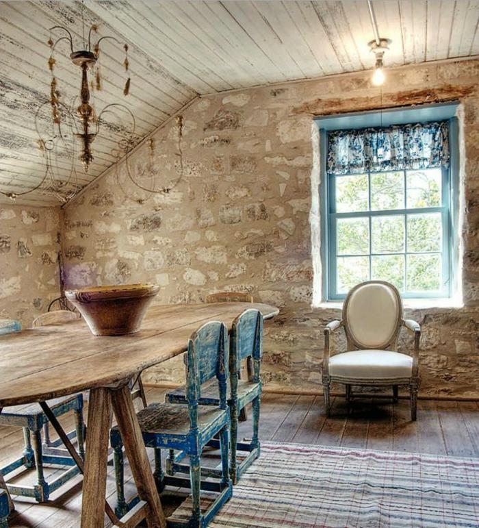 jolie-salle-de-sejour-avec-mur-en-pierre-de-parement-intérieur-et-tapis-coloré-sur-le-son-en-planchers