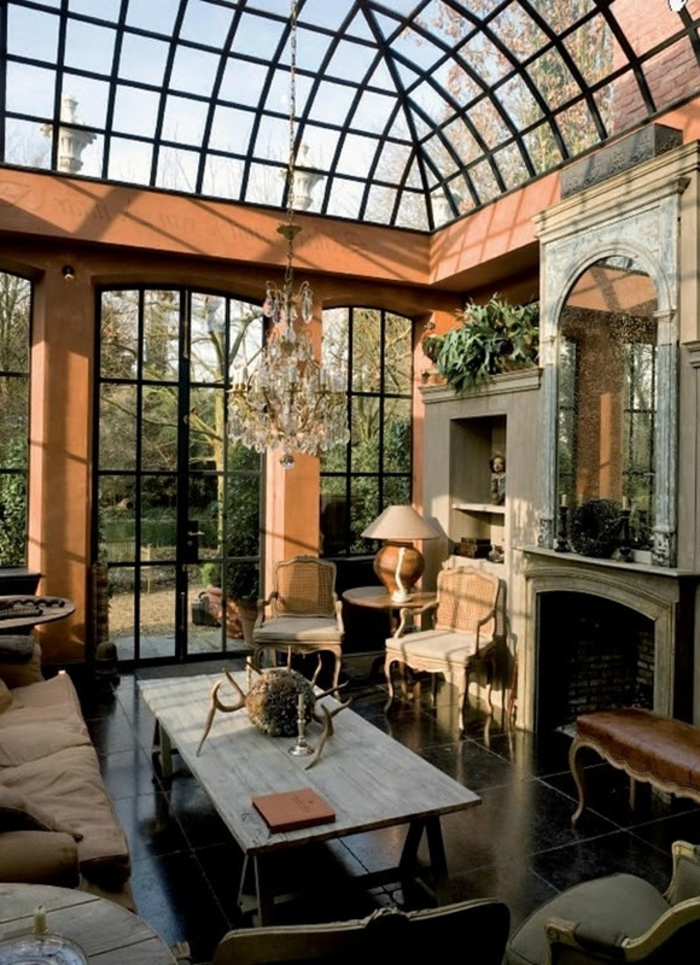 jolie-véranda-en-kit-de-style-retro-cic-plafond-en-verre-et-meubles-d-interieur-modernes
