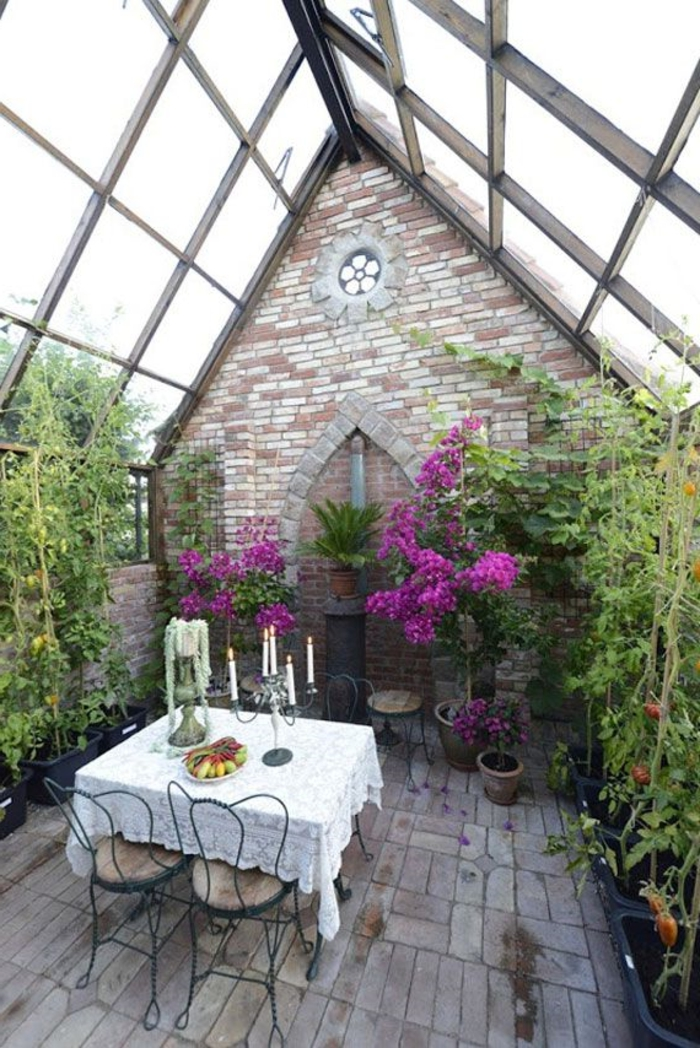 jolie-vérandas-en-kit-avec-murs-et-plafond-en-verre-meubles-de-jardin-pour-la-véranda-dans-le-jardin