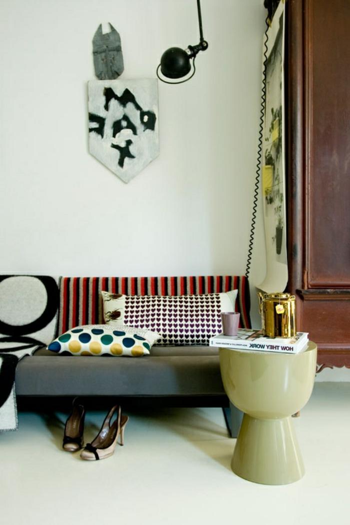 jolie-variante-de-la-tabouret-tam-tam-pas-cher-beige-mur-blanc-et-meubles-d-intérieur-moderne