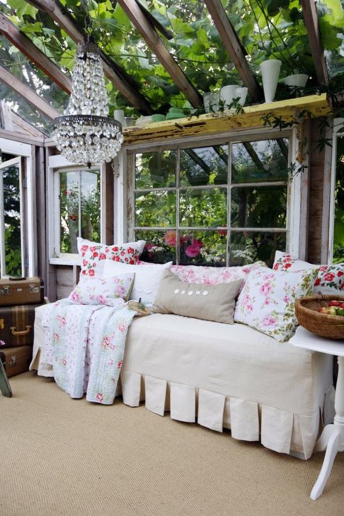 jolie-variante-pour-la-veranda-devant-la-maison-vérandas-en-kit-moquette-en-rotin