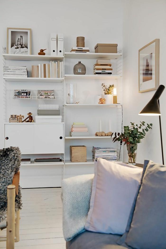 lampadaire-conforama-de-lecture-pour-le-salon-moderne-avec-gros-coussins-pour-canapé