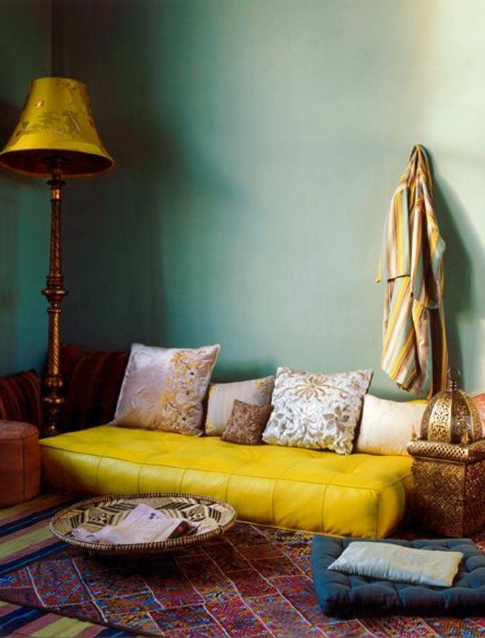 le-bon-coin-salon-marocain-tapis-coloré-et-meubles-colorés-dans-le-salon-moderne