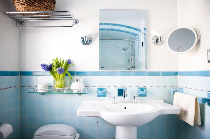 Le carrelage salle de bain quelles sont les meilleures for Carrelage bleu et blanc salle de bain