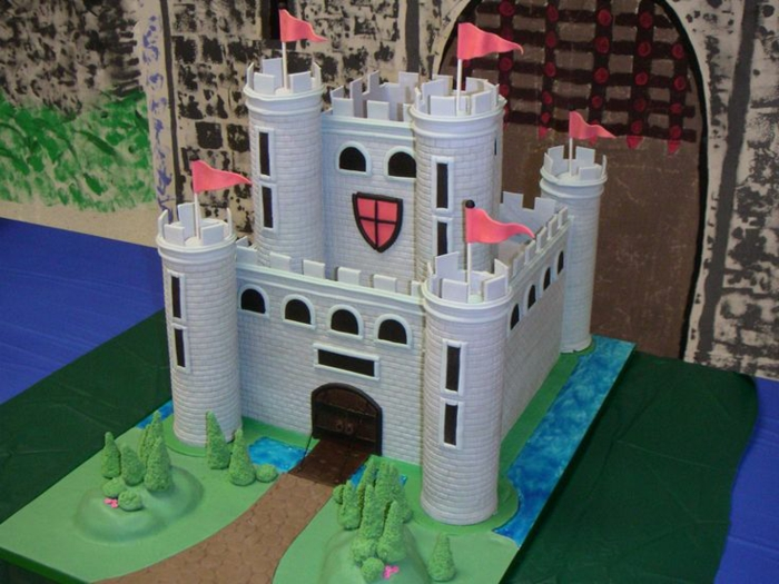 le-gateau-chateau-medieval-chevalier-tour-village-mediatique