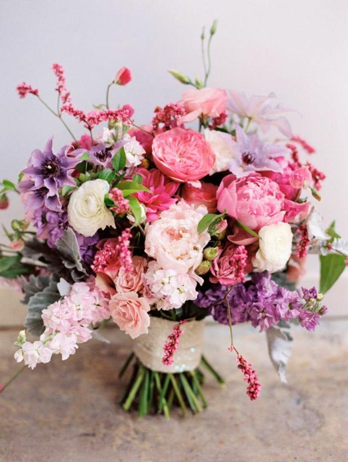 Un gros bouquet de fleurs pour cr er une d coration de table - Le bouquet de fleurs ...