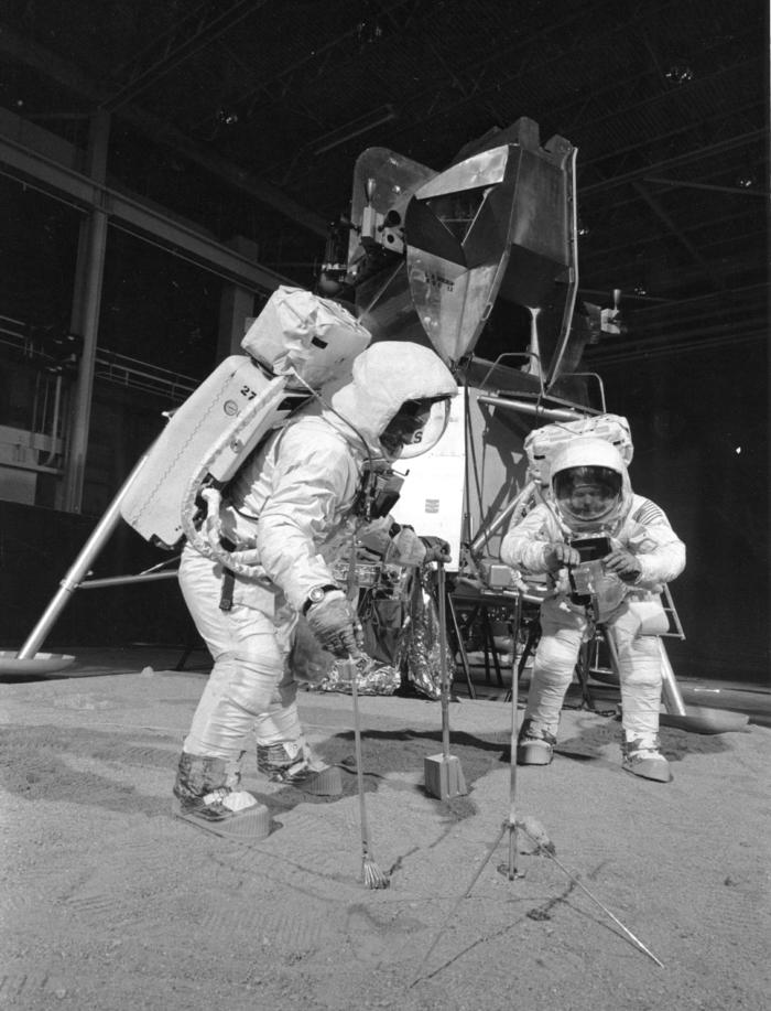 le-premier-pas-sur-la-lune-atterrissage-sur-lune-representation