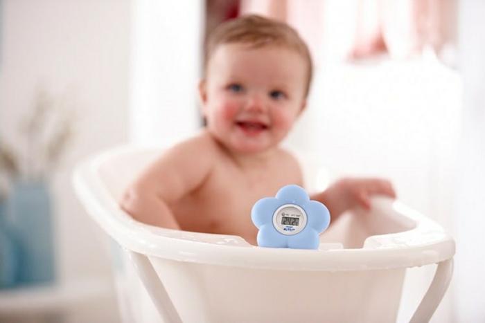 le-thermomètre-chambre-bébé-cool-baignoire