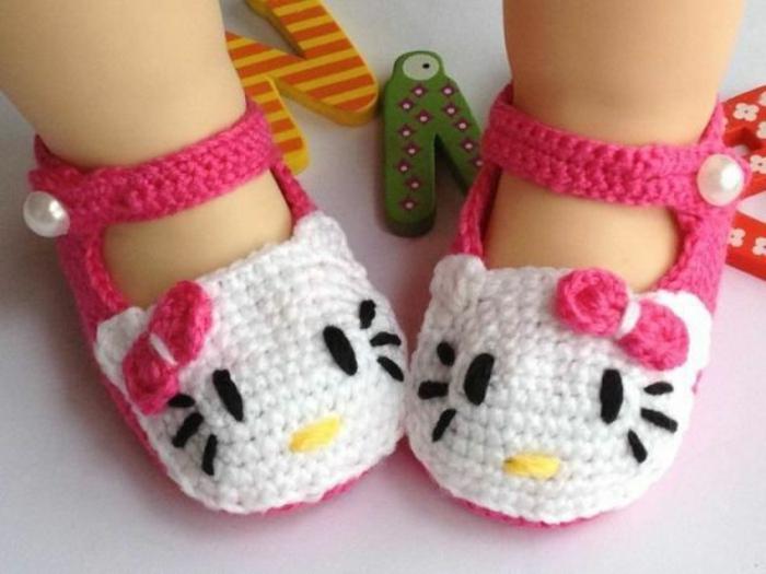 les-chaussures-enfants-hallo-kity-pantoufles-bébé-jolie-image-poupée