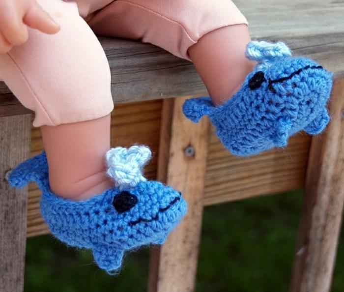 les-chaussures-enfants-pantoufles-bébé-jolie-image-petit-bébé