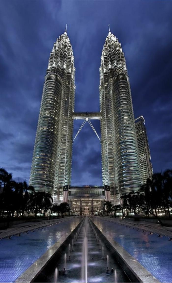 Les plus beaux et grands gratte ciel du monde en images for Batiment architectural