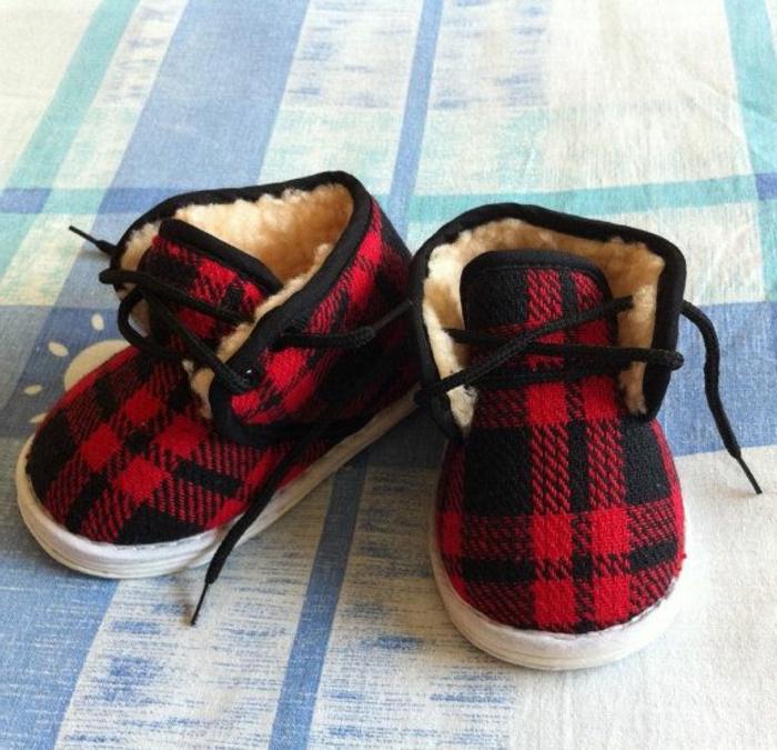 les-jolies-pantoufles-enfant-chaussures-maison-pantoufle-enfante-carré