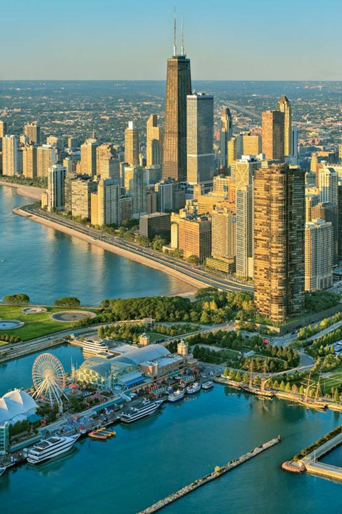 les-plus-hauts-batiment-les-gratte-ciel-hauts-à-chicago-pres-de-la-mer-batiments-hauts