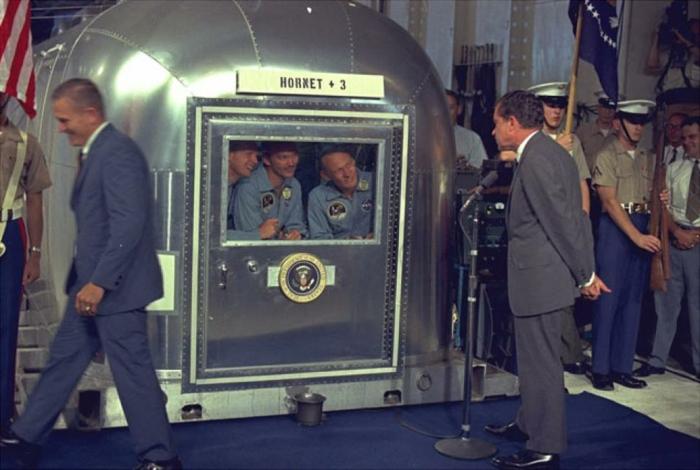les-premiers-pas-sur-la-lune-Neil-Armstrong-hornet