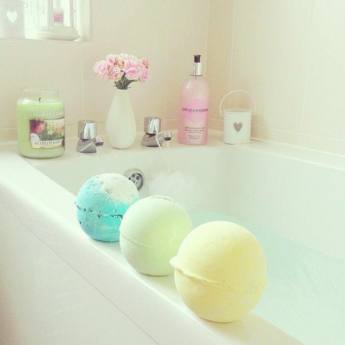 les-produits-lush-boule-de-bain-parfumé-baignoire-décoré