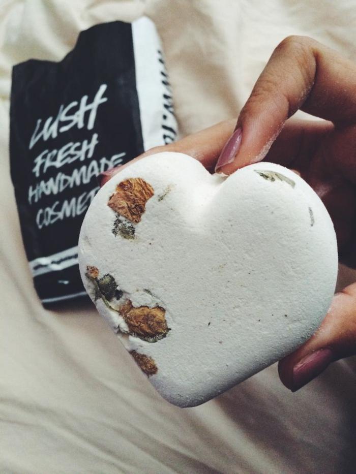 les-produits-lush-boule-de-bain-parfumé-coeur
