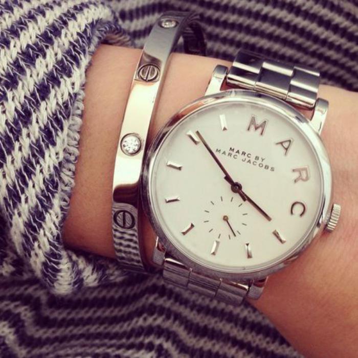 montre-marc-jacobs-bracelet-argenté-métallique