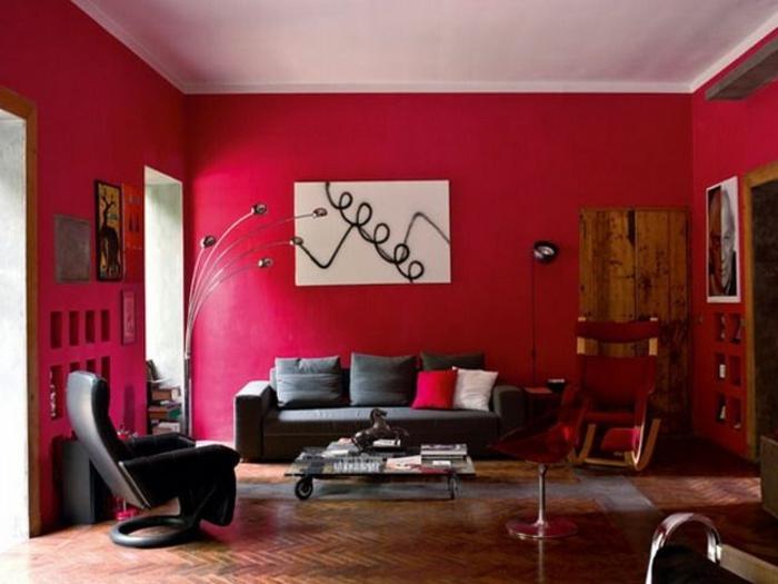 murs-de-couleur-bordeau-et-canape-gris-et-parquet-clair-table-de-salon-en-verre