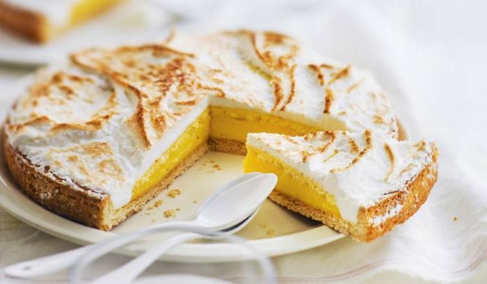 original-meringuée-tarte-citron-délicieux-dessert-meringue-beauté