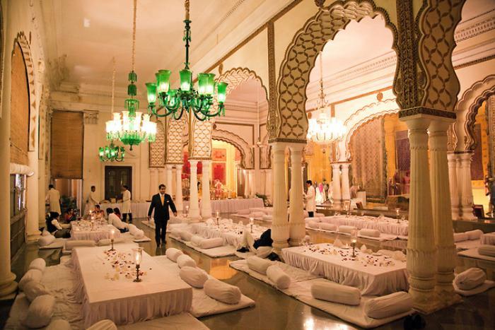 palais-indien-grand-party-dans-une-résidence-majestueuse