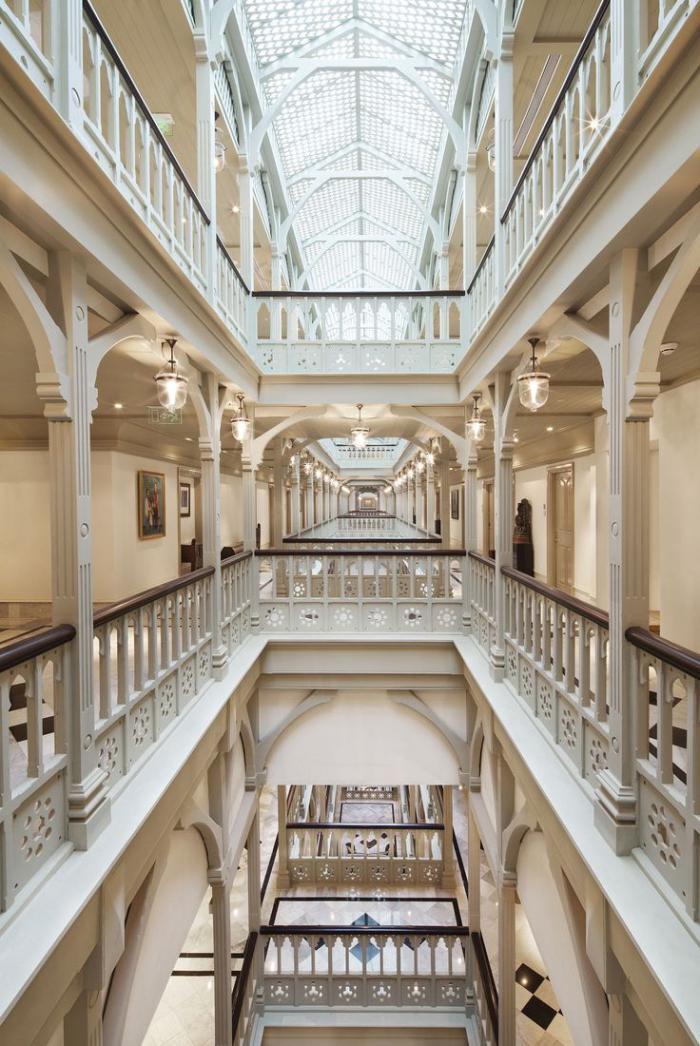 palais-indien-architecture-intérieur-d'un-grand-palais