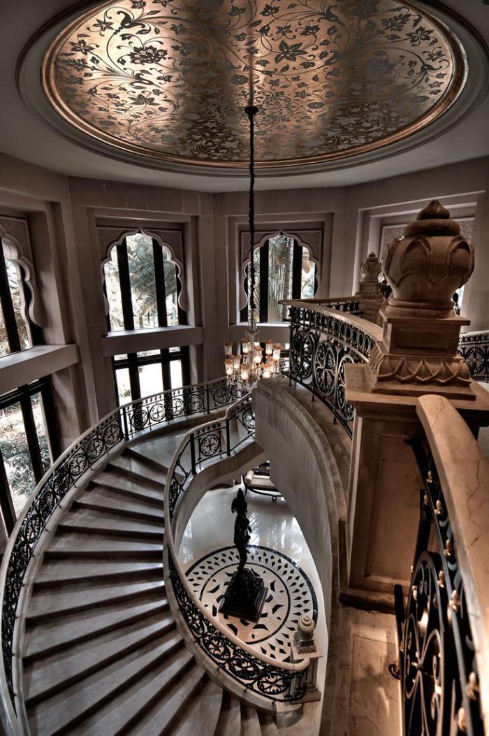 palais-indien-escalier-spirale-impressionnant