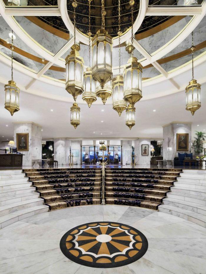 palais-indien-foyer-d'hôtel-spectaculaire