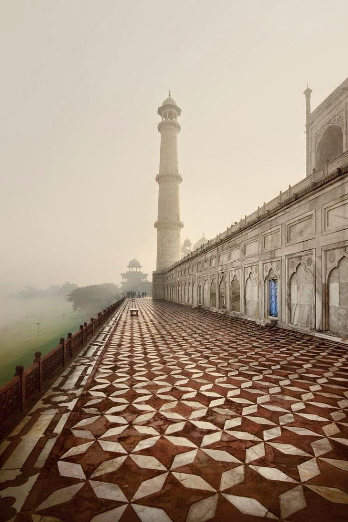 palais-indien-le-grand-mausolée-Taj-Mahal-à-Agre
