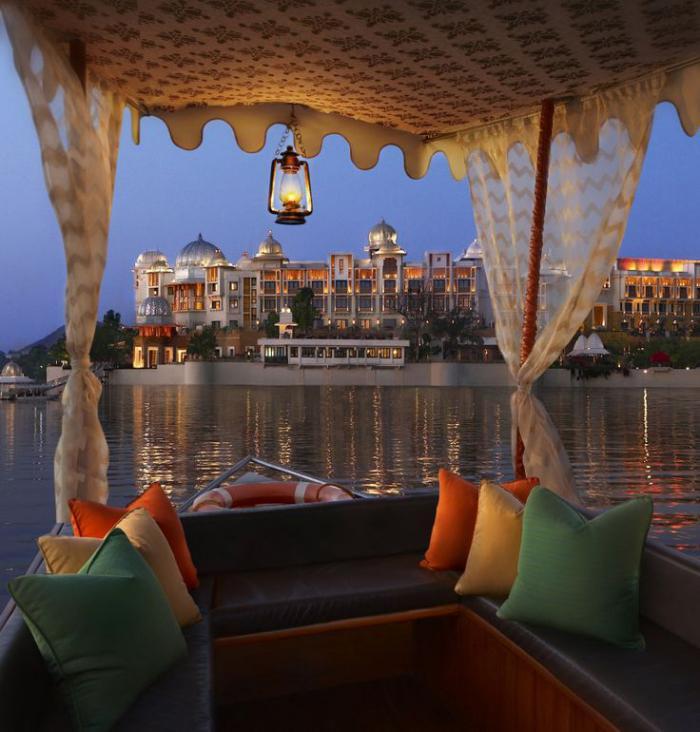 palais-indien-vue-indienne-le-fleuve-et-les-palais