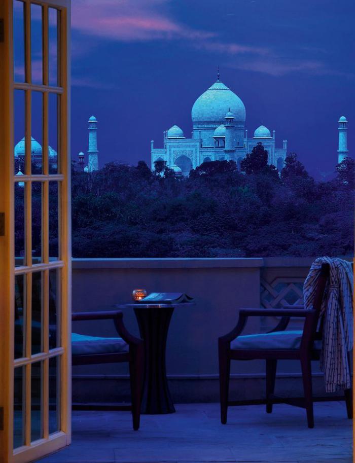 palais-indien-vue-romantique-Taj-Mahal-pendant-la-nuit