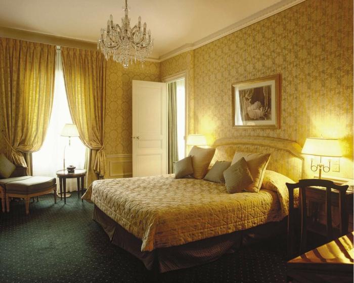 papier-peint-blanc-design-beau-mur-idées-à-faire-vintage-chambre-à-coucher-jaune