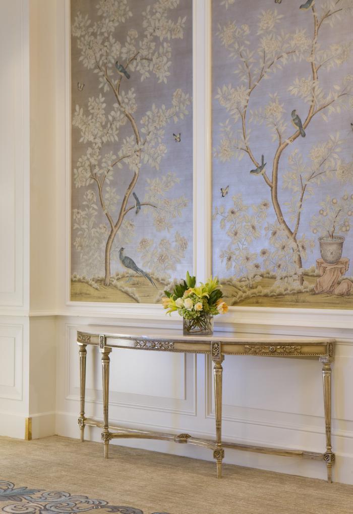 papier-peint-de-couloir-habiller-le-mur-en-papier-peint-doux-et-joli