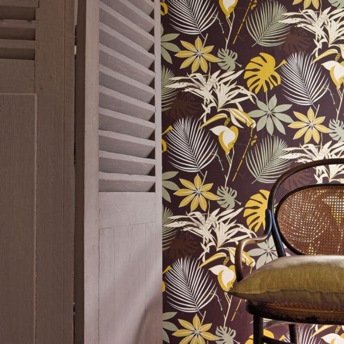 papier-peint-de-couloir-marron-motifs-floraux